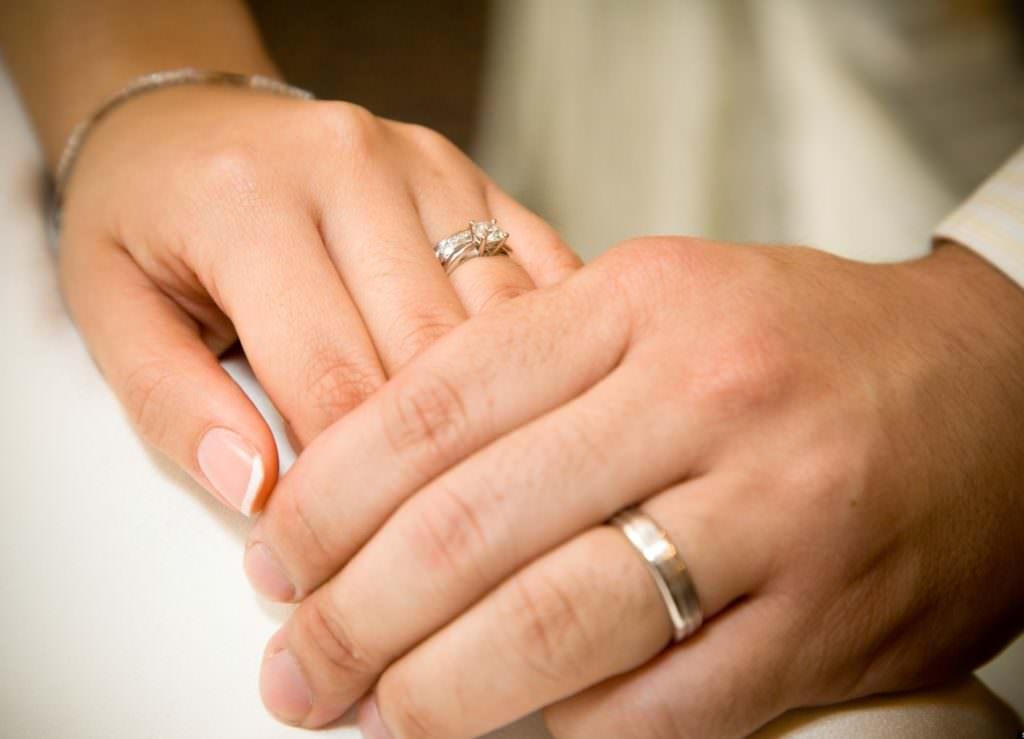 Обручальное кольцо  история, почему надевают именно безымянный палец ... b12f2cdae92
